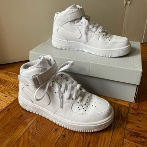 Nike WMNS Air Force 1 07' Mid